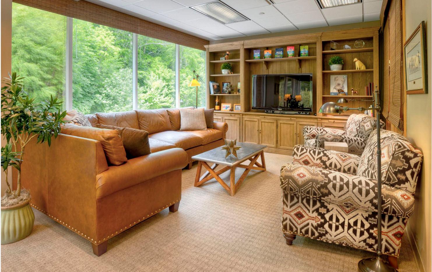 В гостиной с панорамными окнами