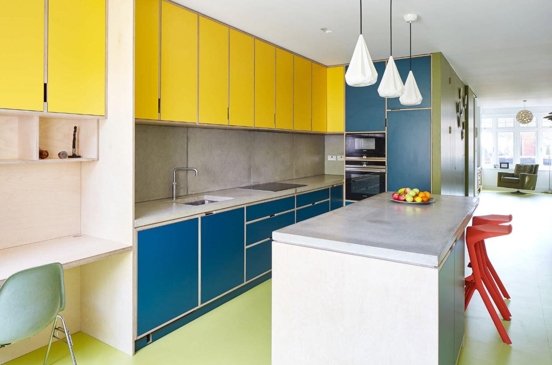 Яркие фасады кухонных шкафов