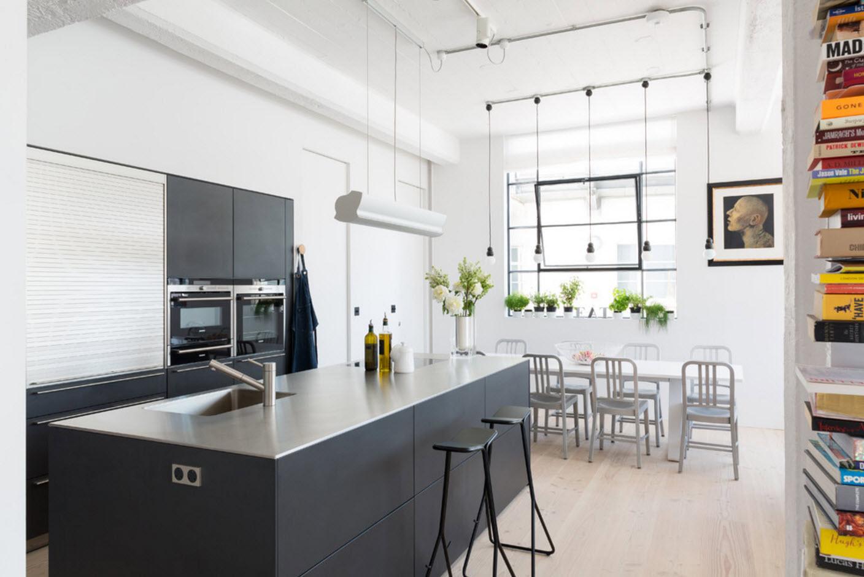 Лофт кухня с гостиной