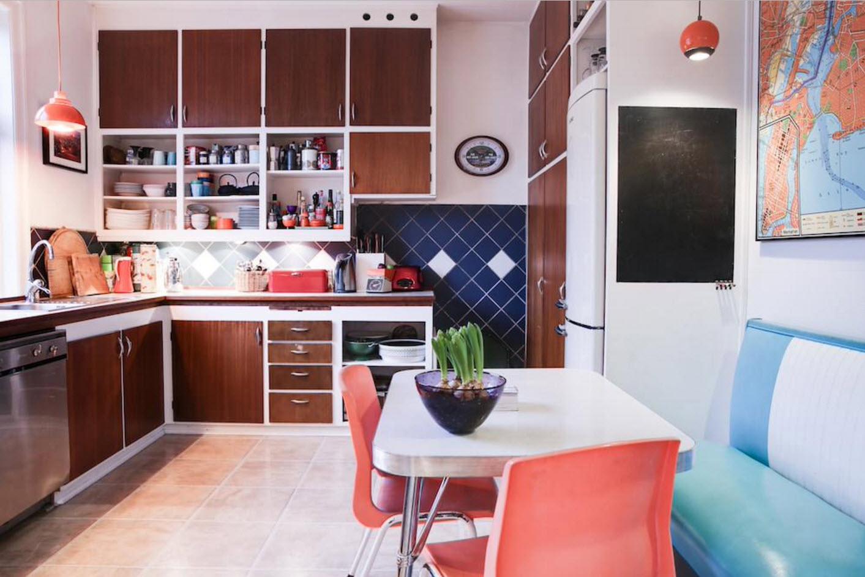 В кухне с мягким уголком