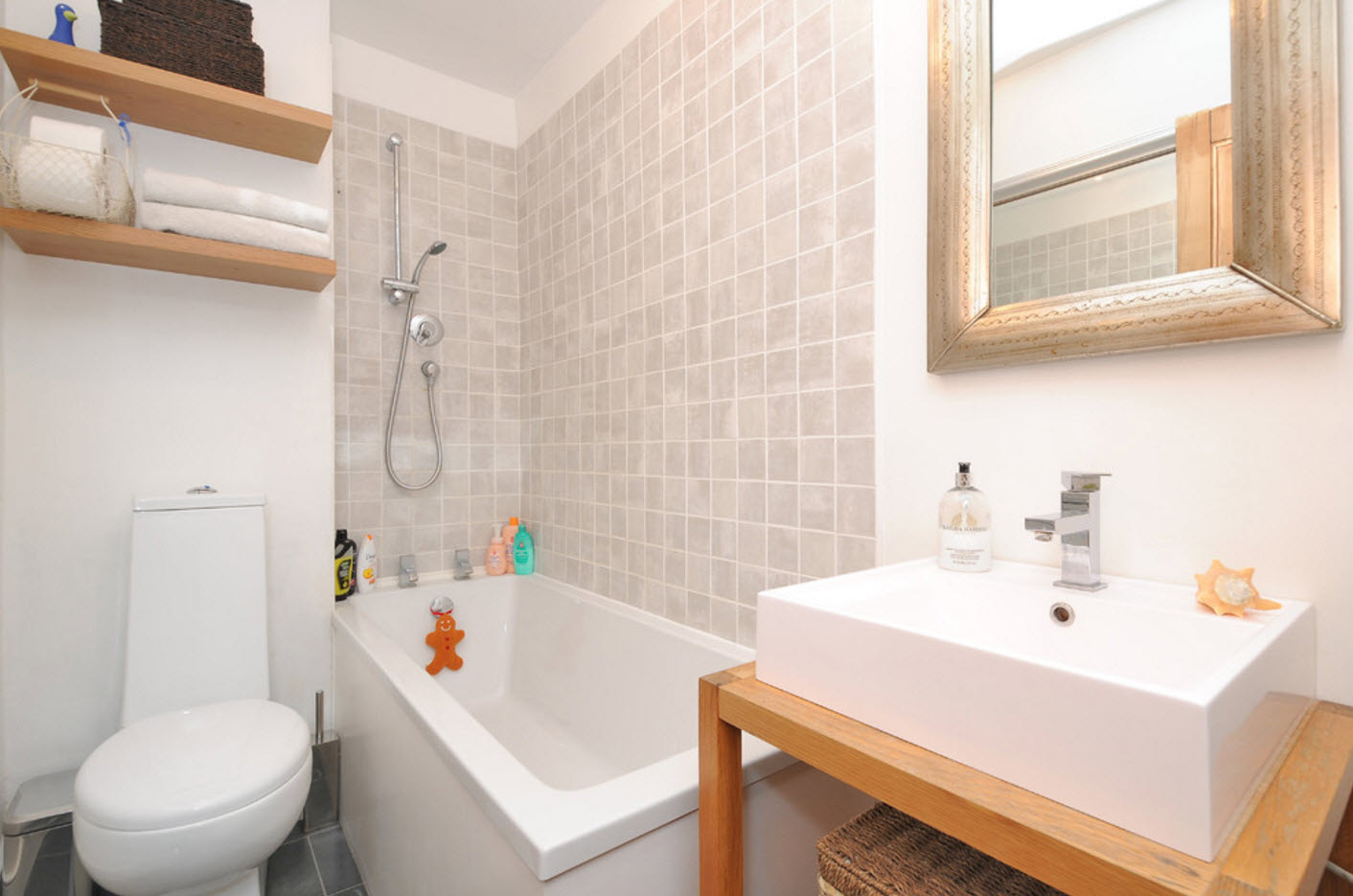 Крохотная ванная комната мебель и сантехника для ванных