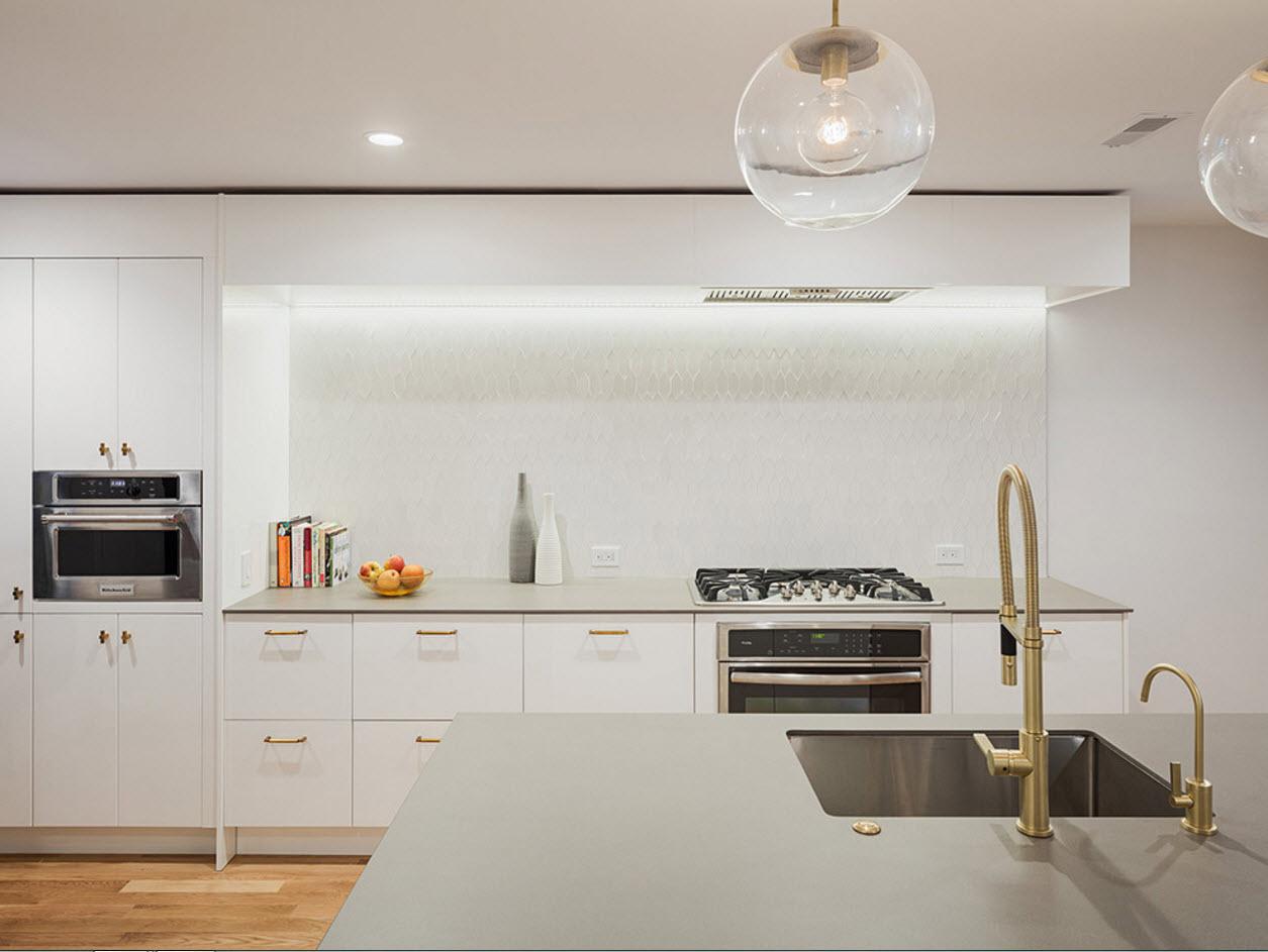 Белоснежные поверхности кухни