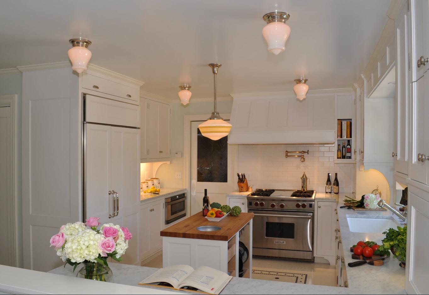 Кухня с белым дизайном