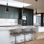 Дизайн кухни в частном доме – интерьер 2017 года