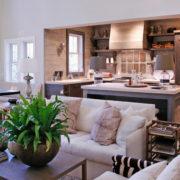 Кухня, совмещенная с гостиной в современном стиле