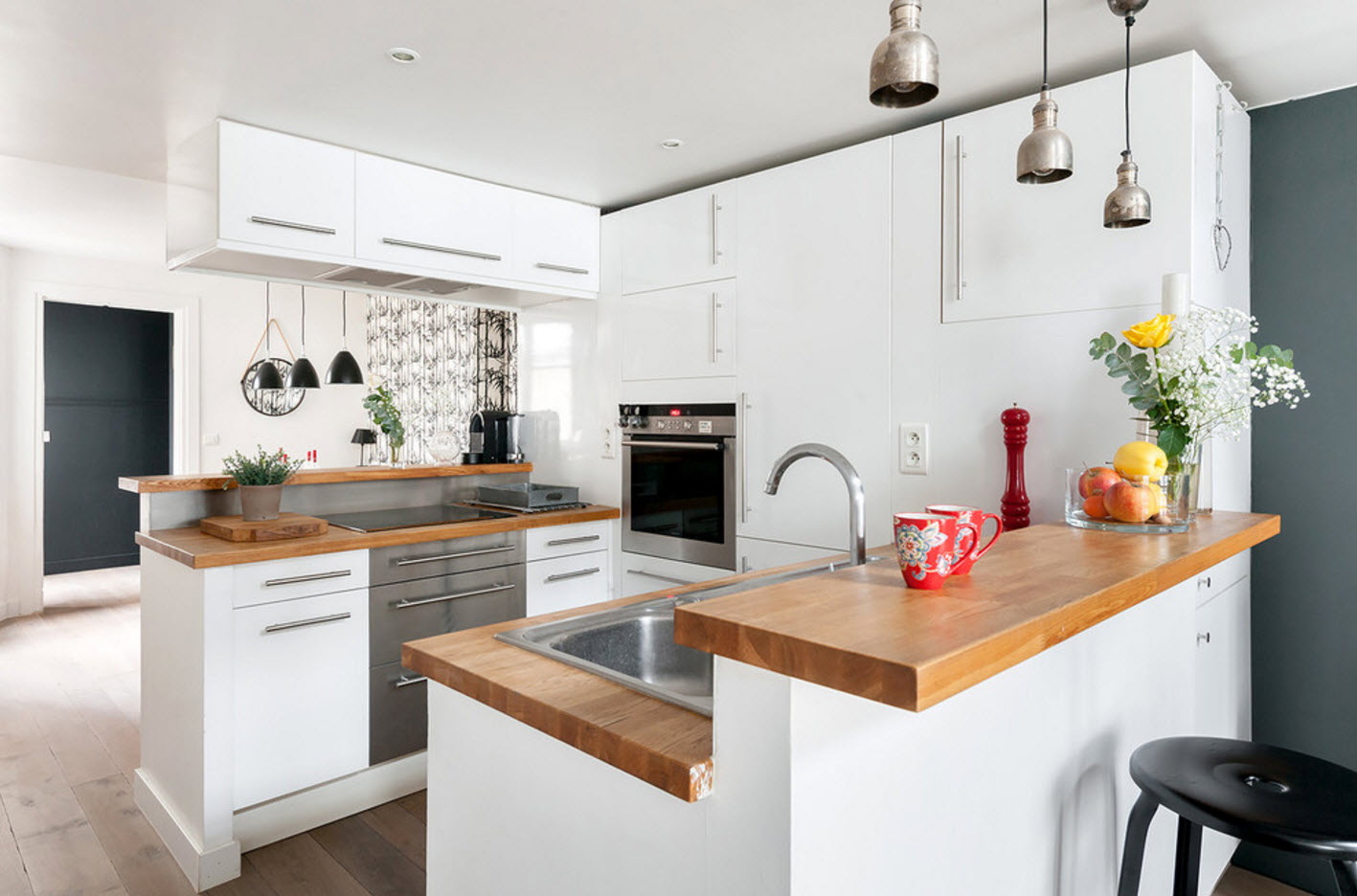 Белая кухонная зона