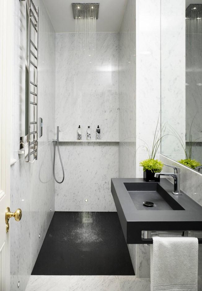 Контрастный дизайн небольшой ванной