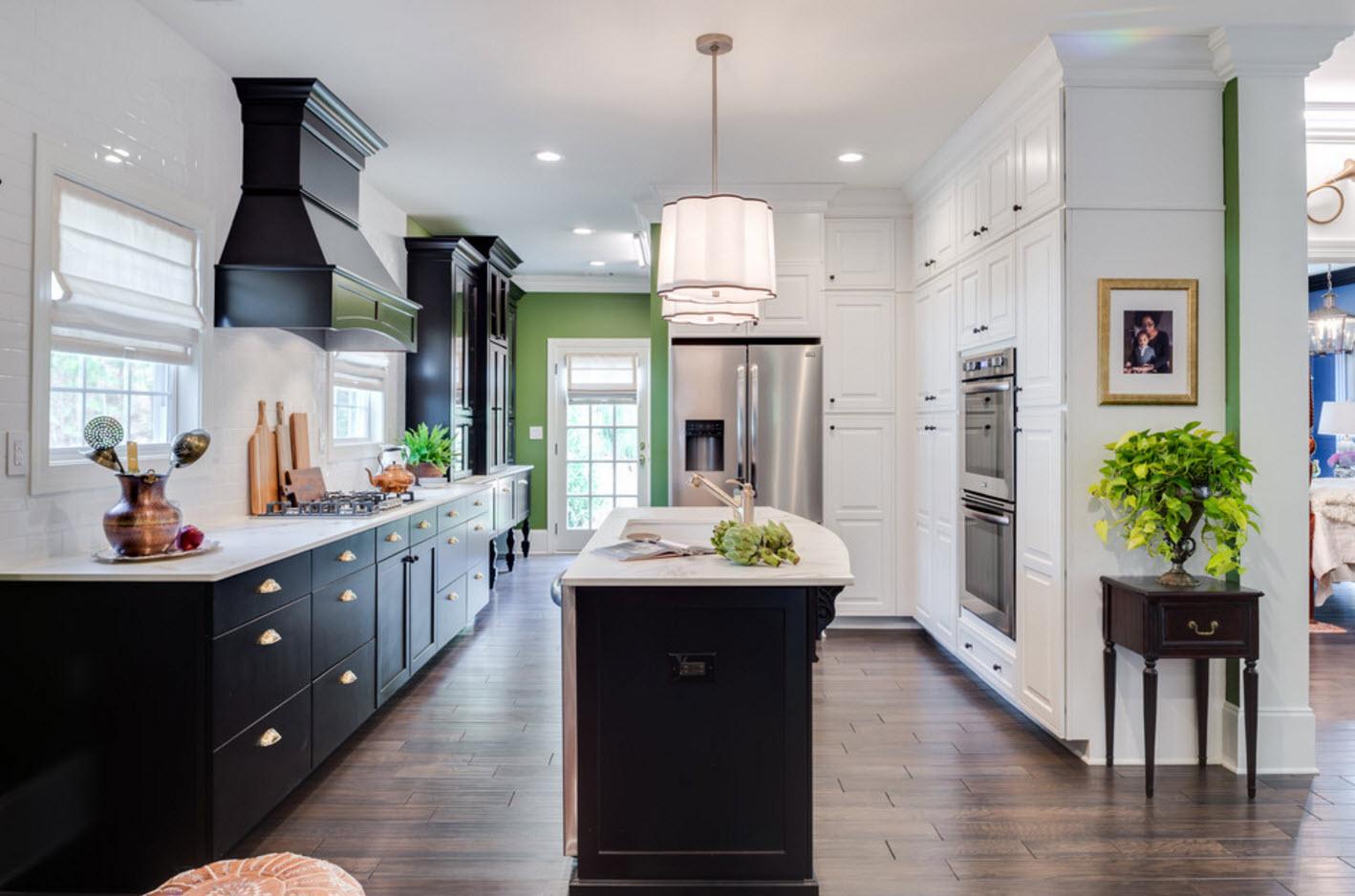Контрастный интерьер кухни
