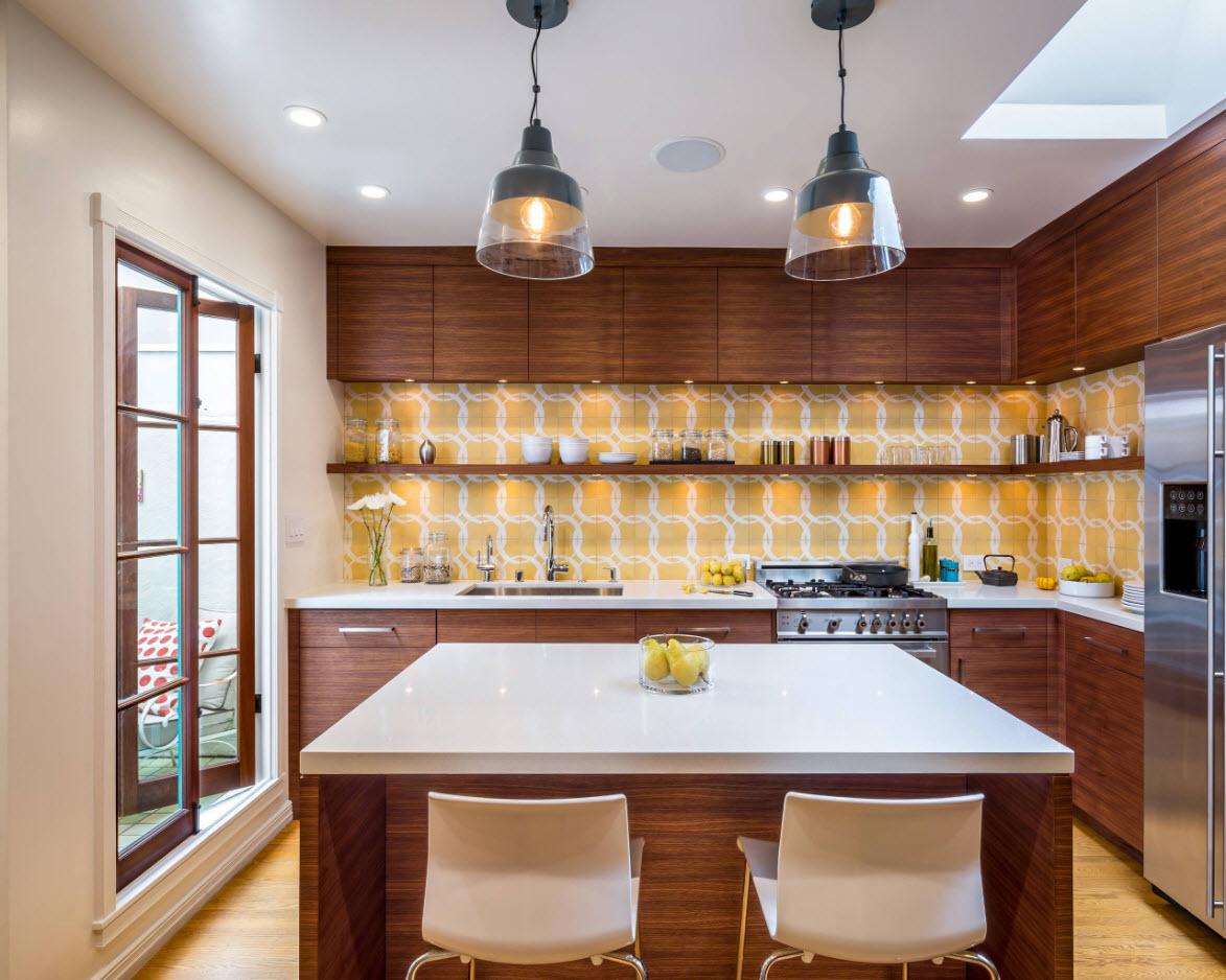 Угловой гарнитур и кухонный остров