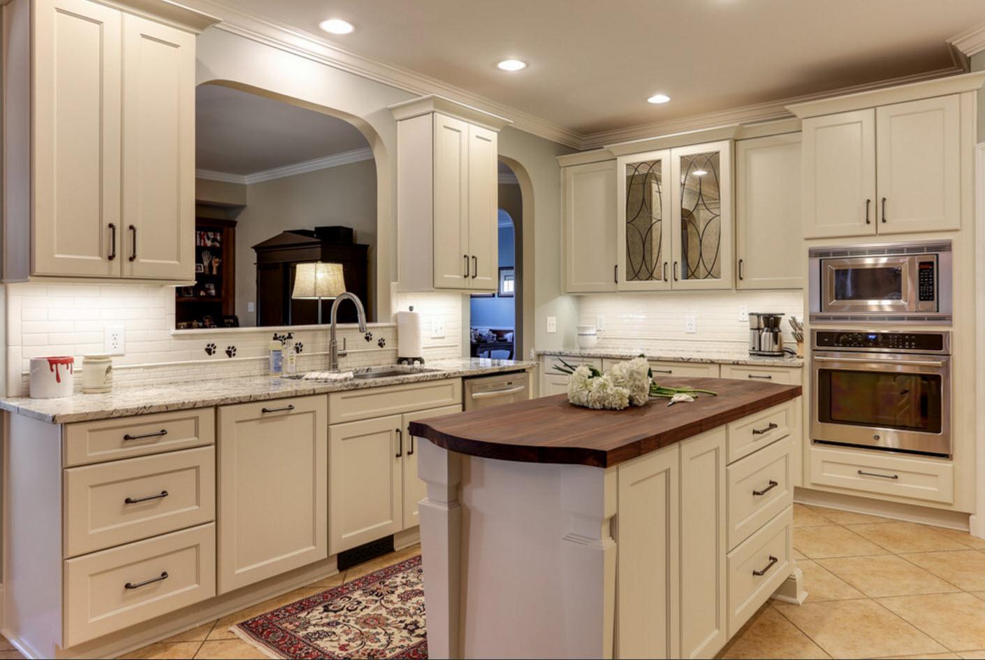 Кухня в светло-бежевых тонах