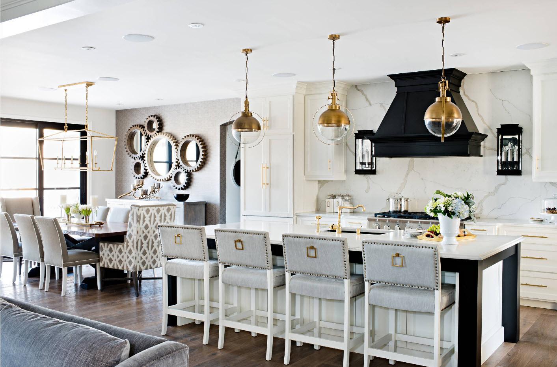 Кухонная зона в совмещенном помещении