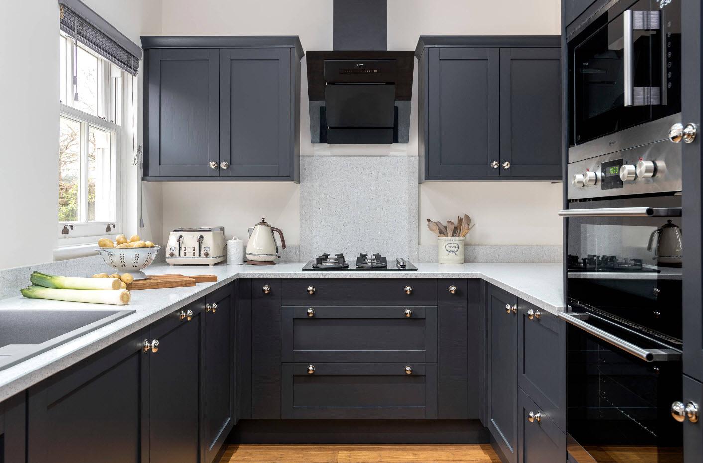 Темно-серый кухонный гарнитур
