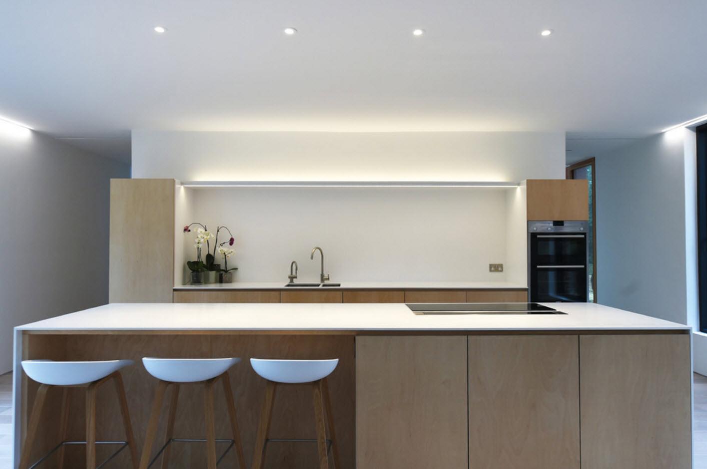 Гладкие фасады с подсветкой