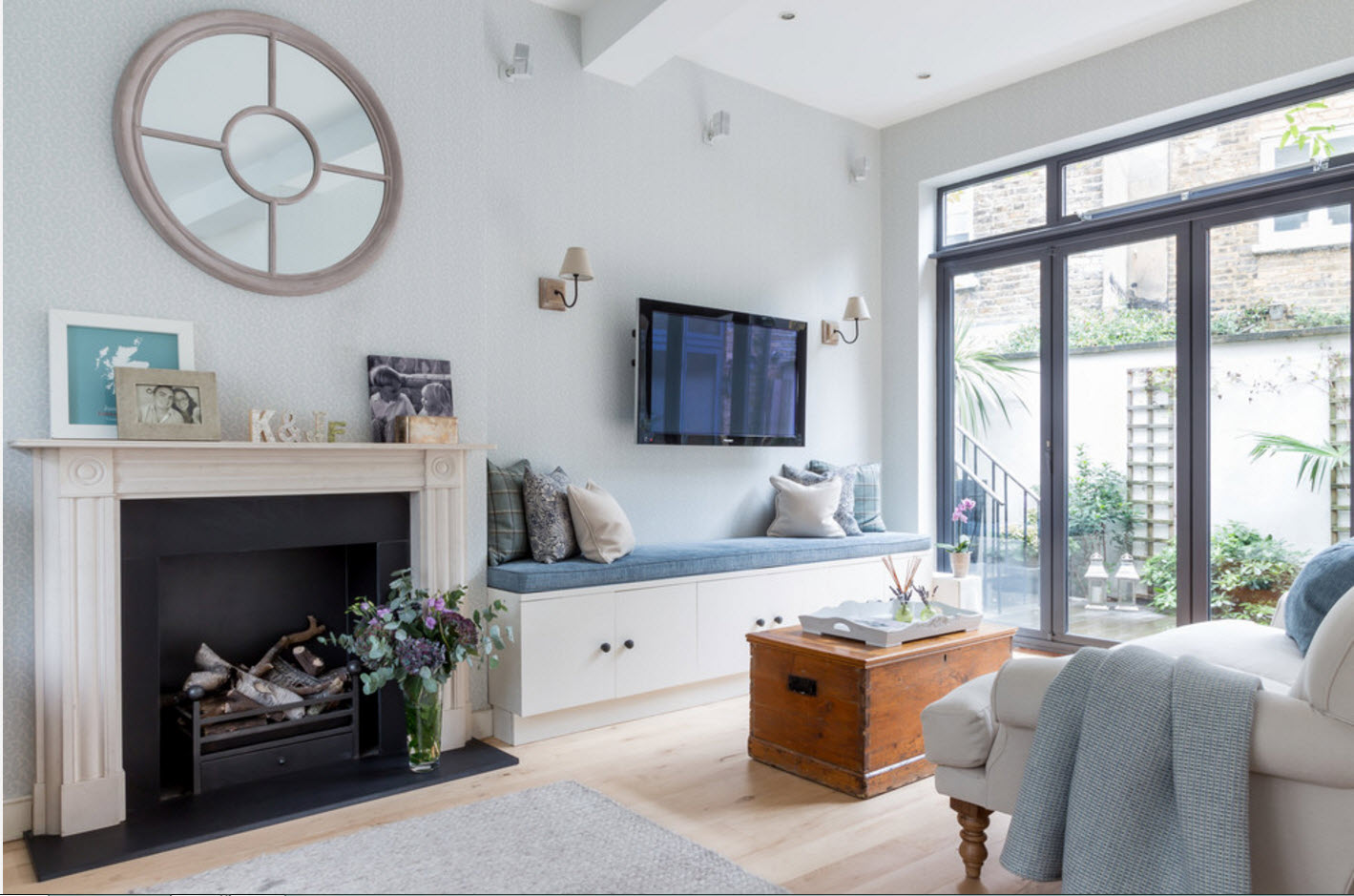 Панорамные окна для просторной гостиной