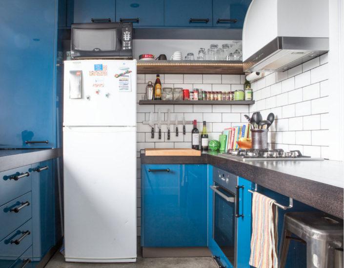 Яркий дизайн кухни с площадью 9 кв.м