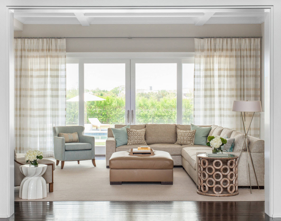 В светлом и просторной помещении гостиной