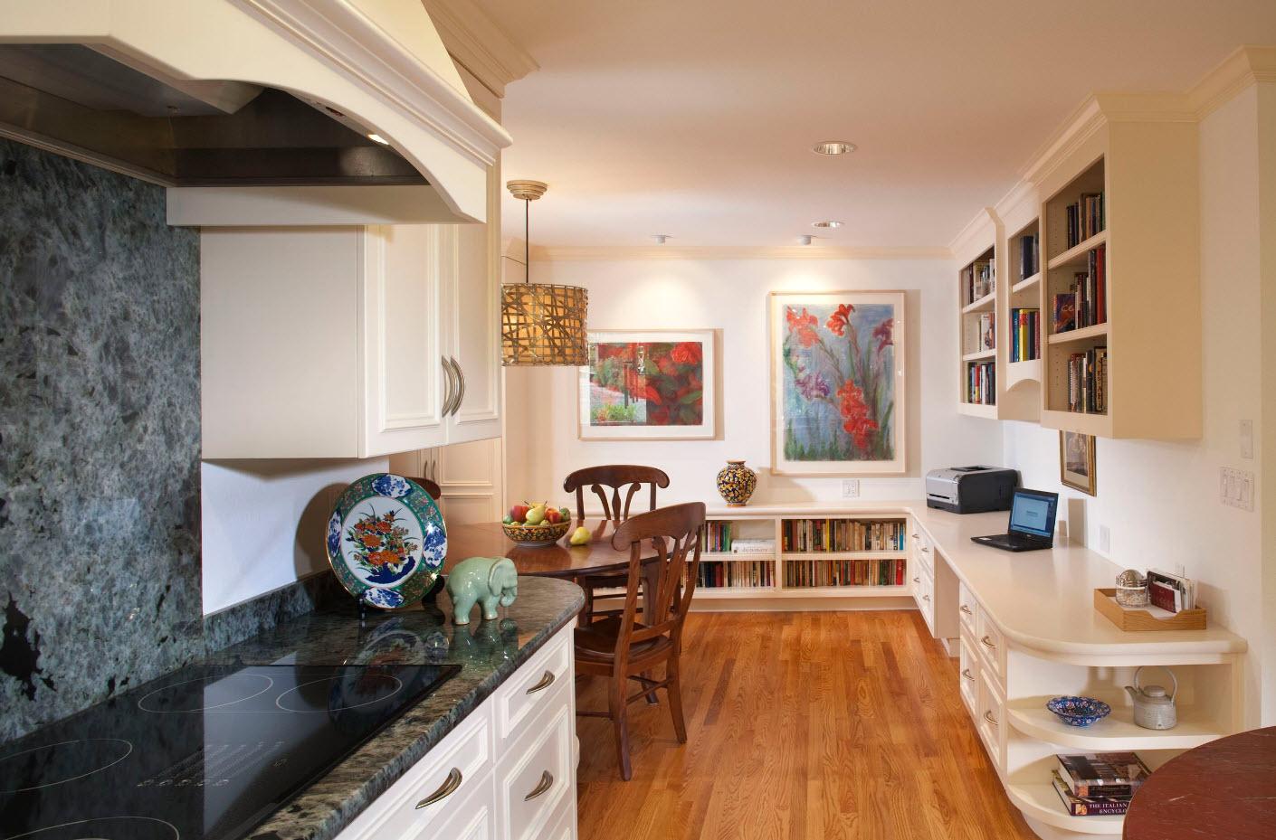 В небольшом помещении кухни-гостиной