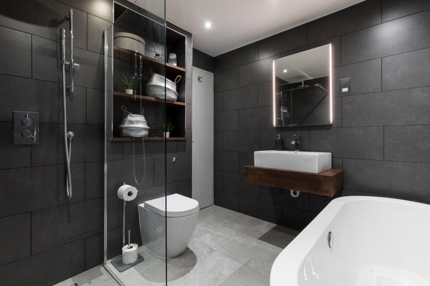 Темная отделка ванной
