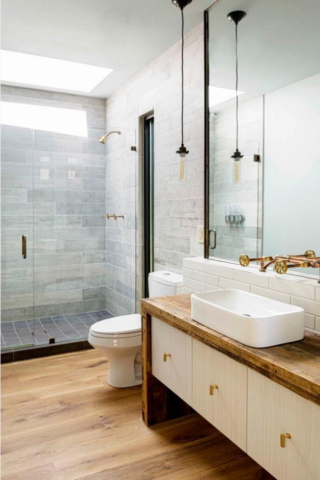 Поверхности из дерева в ванной