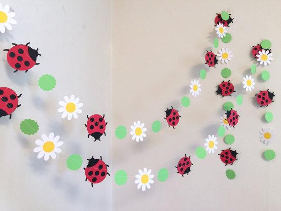 Цветы и божьи коровки