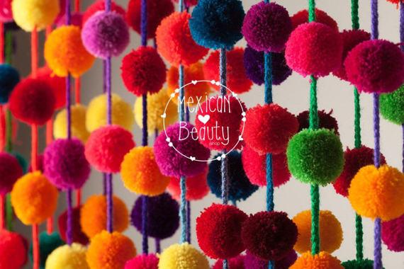 Разноцветные помпоны