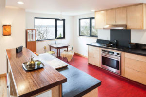Яркий линолеум для современного дизайна кухни