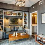 Диван в современном интерьере гостиной