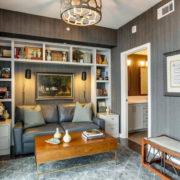Интерьер современной гостиной в серых тонах