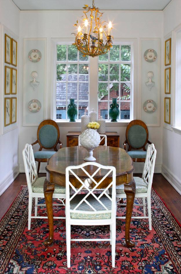 Белоснежные стулья