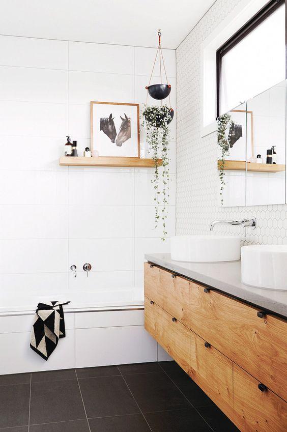 Живые растения в ванной