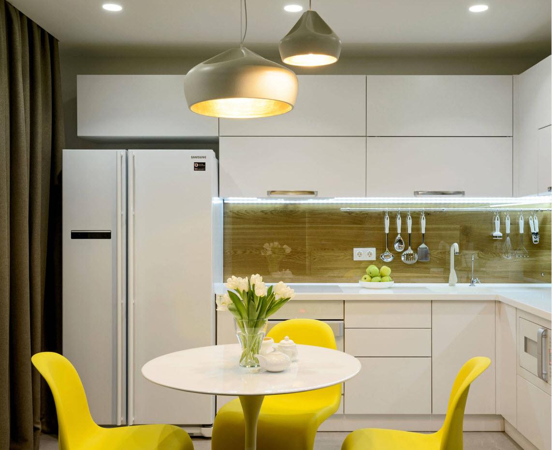 Акцент на обеденную зону в дизайне кухни