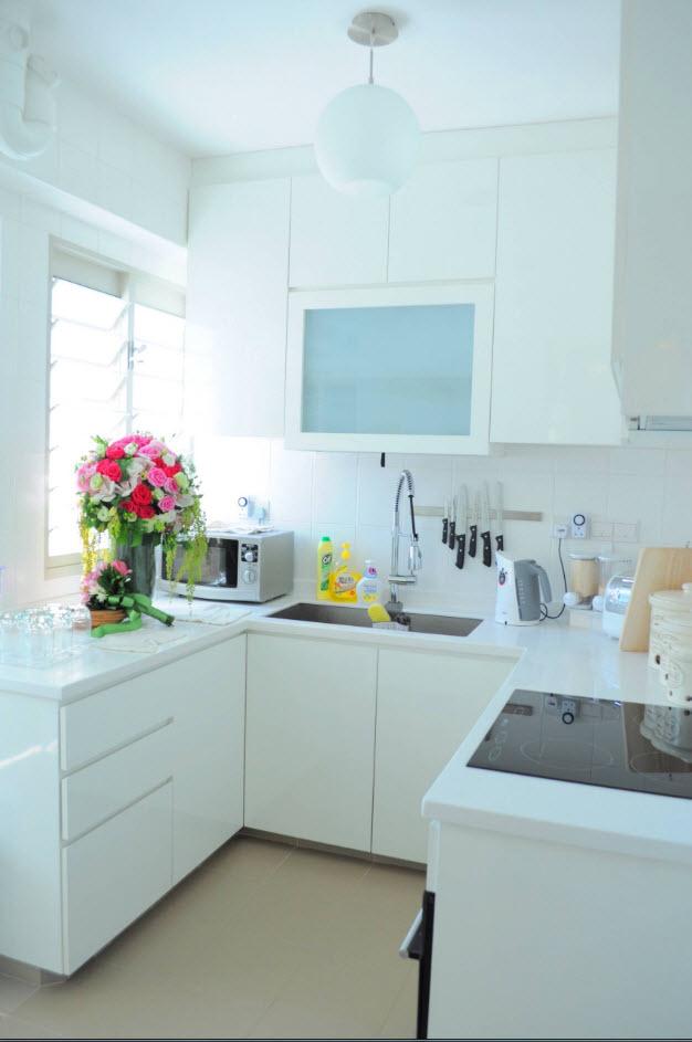 Белоснежная небольшая кухня