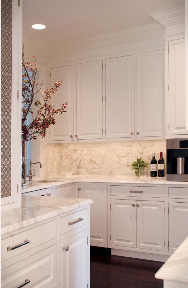 Светлый дизайн маленькой кухни