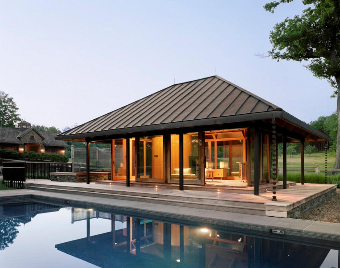 Дом у бассейна