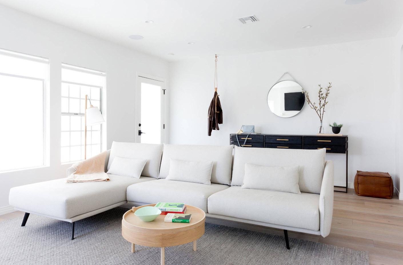 Белоснежный угловой диван