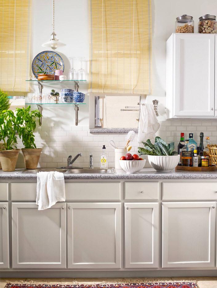 Светлые фасады для маленькой кухни