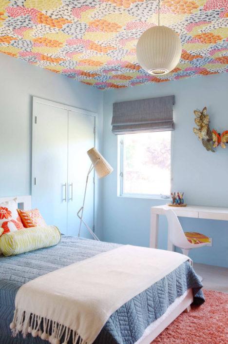 Отделка потолка в комнате ребенка