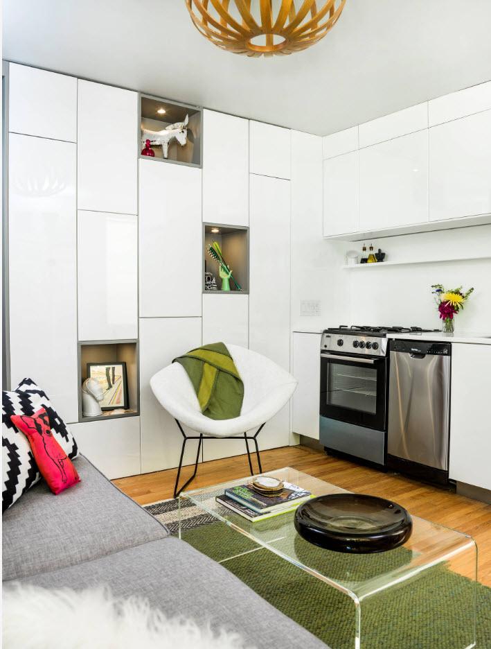 Гладкие фасады угловой кухни