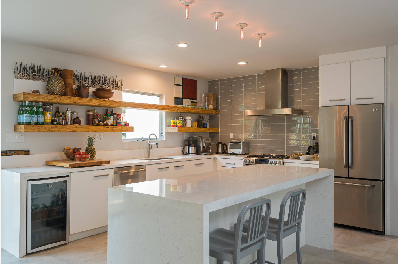 Угловая кухня и остров