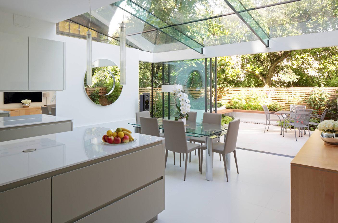 Кухня со стеклянной крышей