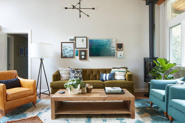 Мягкая мебель разных цветов