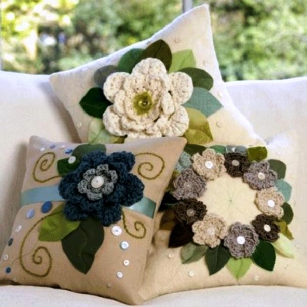 Цветочный декор для дивана