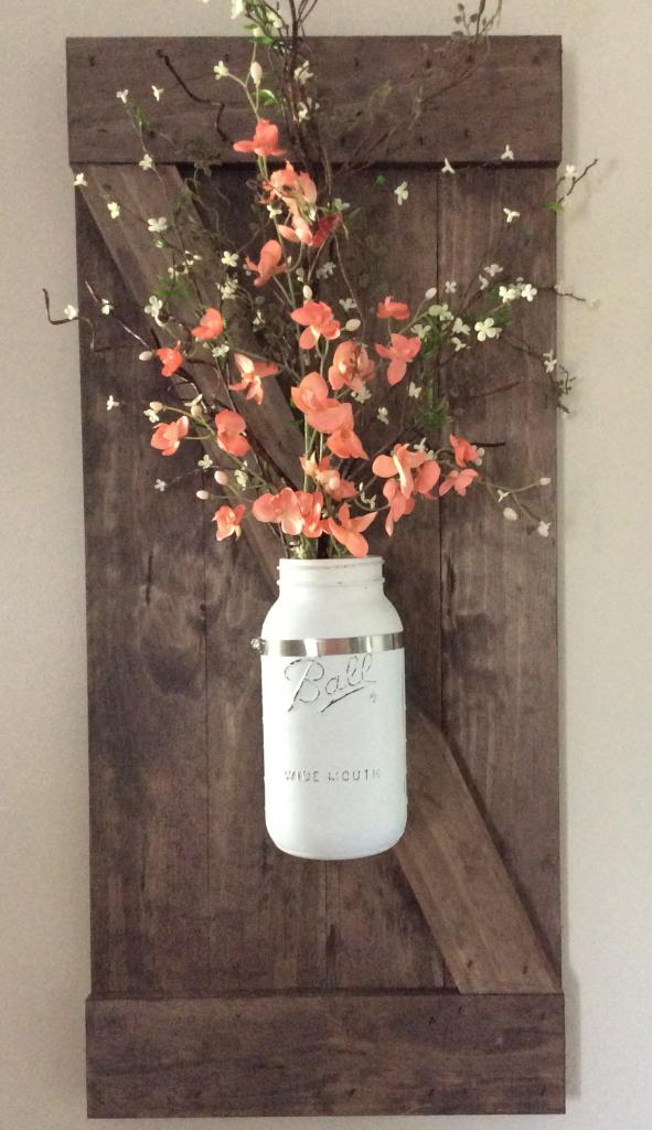 Ваза для цветов на стене