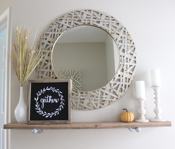 Зеркало - практичный декор
