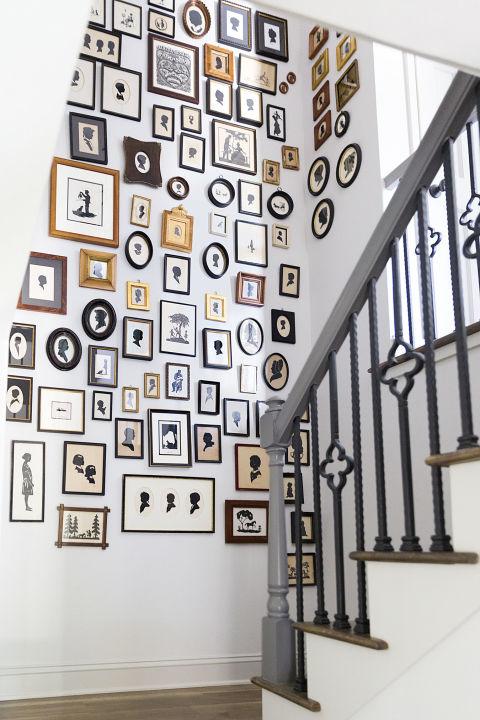 Декор стен возле лестницы