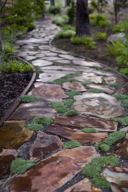 Каменная дорожка с окантовкой