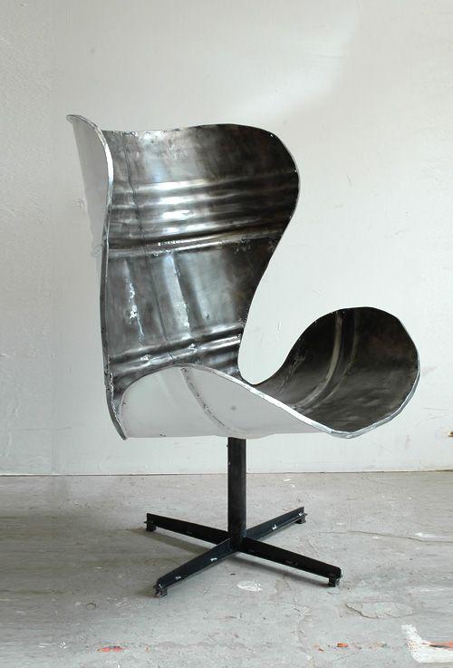 Кресло из жестяной бочки