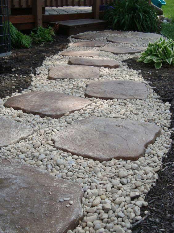 Камень и мелкая галька