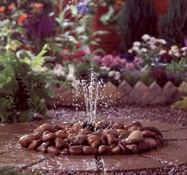 С чашей под камнями