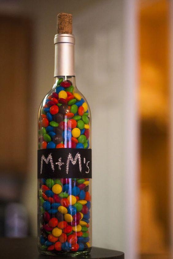 Бутылка с конфетами